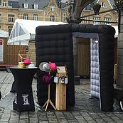 Zwart opblaasbaar fotohokje huren Belgie