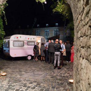roze-caravan-booth-brugge